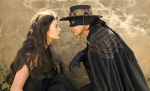 Catherine Zeta-Jones e Antonio Banderas in The Legend Of Zorro