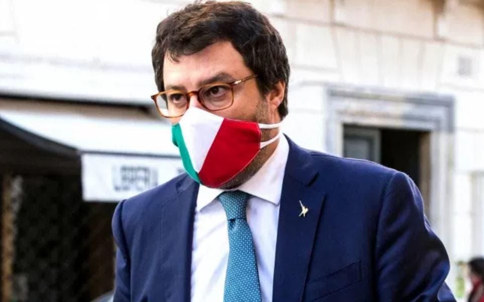 """Matteo Salvini: """"Governo vergognoso, si occupa dei migranti"""