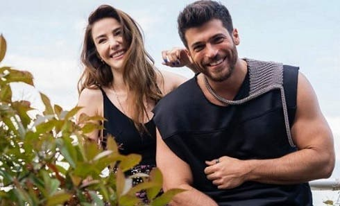 Ozge Gurel e Can Yaman - Mr. False