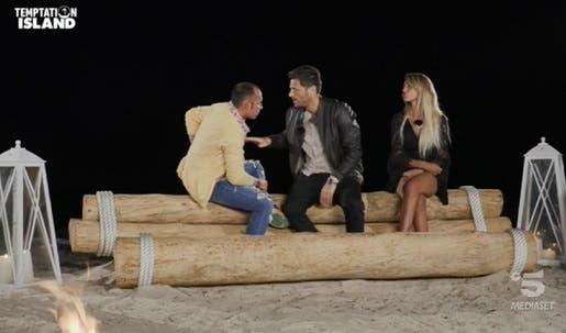 Filippo interviene nel falò di Ciavy e Valeria