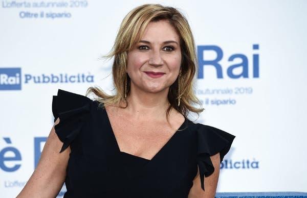 Rai 1 |  Serena Bortone tra informazione |  politica e storie comuni |  «Racconterò l'Italia con approccio positivo e empatico  La gente è il mio faro»