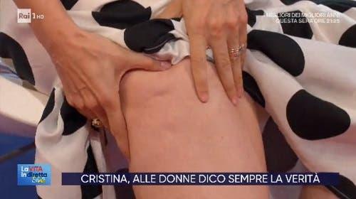 Andrea Delogu mostra la cellulite a La Vita in Diretta