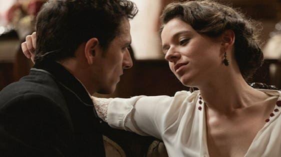 Una Vita, anticipazioni: incidente per Ramon, Genoveva cerca di sedurre Antoñito