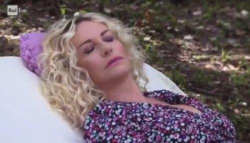 Antonella Clerici nel promo di E' Sempre Mezzogiorno