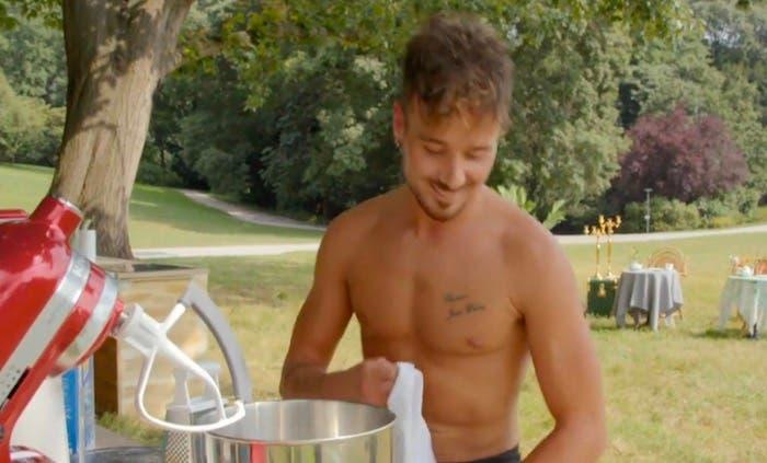 Bake Off 2020: Philippe cucina a torso nudo, Csaba e Knam lo smontano