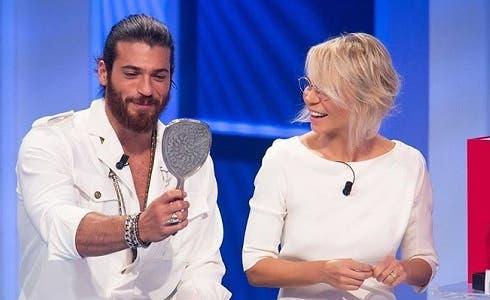 Programmi TV di stasera, sabato 23 gennaio 2021. A «C'è Posta per Te» Can Yaman e Michele Riondino