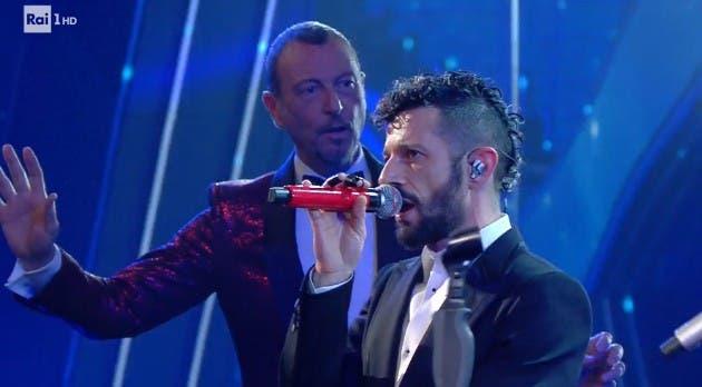 Amadeus interrompe il duetto di Fasma - Terza serata Sanremo 2021 (da RaiPlay)