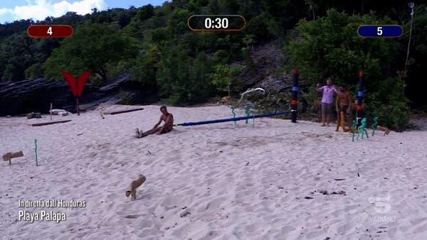 Gilles batte Awed - Isola dei Famosi 2021
