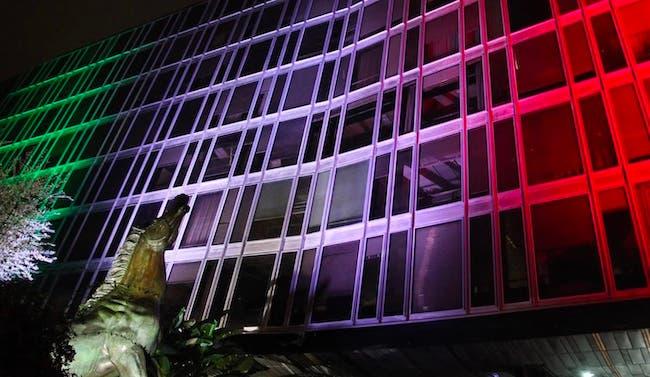 La Sede Rai di Viale Mazzini illuminata col tricolore