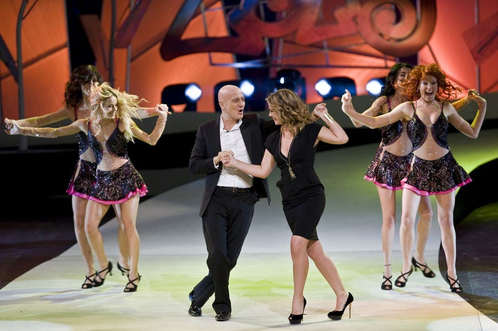 Zelig, Claudio Bisio, Vanessa Incontrada e le ballerine