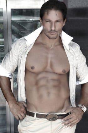 Andrea Dioguardi nudo
