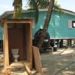 Isola dei Famosi 7, il bagno della troupe (proteste sindacali)