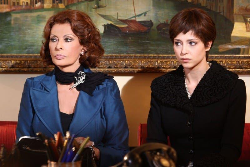 La Mia Casa è Piena di Specchi: Sophia Loren e Xhilda Lapardhaja